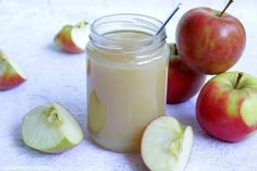 Selbstgemachtes Apfelmus ist unglaublich lecker und so vielseitig verwendbar.  Ob pur gegessen, in Joghurt gerührt, zu Pfannkuchen oder ...