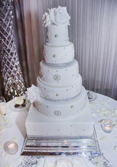 Wow! #bruidstaart #weddingcake Wedding Cakes, Desserts, Food, Wedding Gown Cakes, Tailgate Desserts, Deserts, Essen, Cake Wedding, Postres