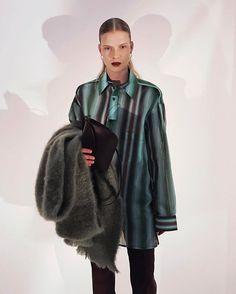 Céline fashion show WINTER 17 - my little bag on looks 💥thanks to the beautiful @saraeirud #fashionweek #fw17 #paris #fashion #happy #céline