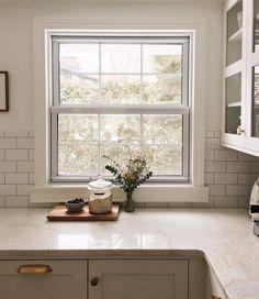 50 best backsplashes to go with Taj Mahal quartzite Taj Mahal Quartzite, Kitchen Window Sill, Minimalist Interior, Decoration, Backsplash, Future House, Kitchen Remodel, Windows, Inspiration