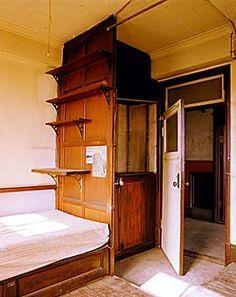 大塚女子アパート 50 1930s House, Small Case, Old Building, Japanese House, Humble Abode, Interior Styling, Interior And Exterior, Small Spaces, Architecture