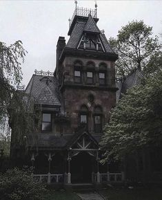 Gothic Mansion, Dream Mansion, Gothic House, Abandoned Houses, Abandoned Places, Old Houses, Spooky House, Witch House, Creepy Houses