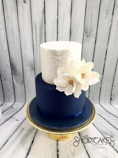 Endless cake decorating inspiration - wedding cakes, birthday cakes for boys and girls, cookies, cupcakes and more. Navy Blue Wedding Cakes, Fall Wedding Cakes, Elegant Wedding Cakes, Wedding Cake Designs, Wedding Cake Toppers, Pretty Cakes, Beautiful Cakes, Gateaux Cake, Blue Cakes