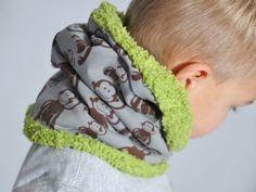 """Yvonne del blog Leni pepunkts nos muestra cómo hacer un cuello infantil calentito de forma muy rápida. Esta forma de abrigar a los pequeños es una manera de que """"se sientan mayores"""" viendo que se lo pueden poner solos."""