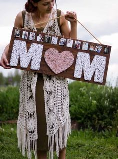 DIY Mother's Day gifts are the best! Make these cute Mother's Day gifts to celebrate your favorite Mom! / DIY Mother's Day Gift, Gift for Mom, Gift for Grandma # DIY Gifts for sisters DIY Mother's Day Gifts - Joyful Derivatives Cute Mothers Day Gifts, Homemade Mothers Day Gifts, Diy Gifts For Mom, Mothers Day Crafts For Kids, Christmas Gifts For Mom, Grandma Gifts, Christmas Diy, Diy Gift For Sister, Mothers Day Goft