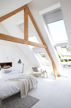 attic bedroom with a lot of natural light! Style At Home, Home Bedroom, Bedroom Decor, A Frame Bedroom, Eaves Bedroom, Airy Bedroom, Light Bedroom, Scandinavian Bedroom, Scandinavian Style
