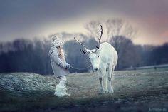 とっても仲良し!!子どもと動物のふれあいを捉えたロシア人女性フォトグラファーの写真 | ARTIST DATABASE