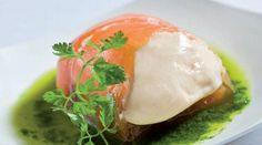 Ravioli de salmón ahumado con mousse de Philadelphia y pesto de rúcula