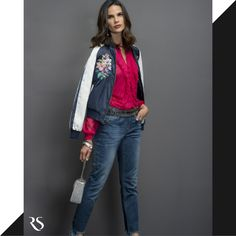 NEW COLLECTION AW17:: #BEYOURSELF  GET THE LOOK: Jeans + Bomber Jacket = hits do Inverno 17 RS.    Jaqueta:: 1171262  Calça::1171053    #SoulRS #BeYourself #inverno2017 #reginasalomao #NewCollection #FashionTrends #streetstyle #bordados #bomberjacket #denim #bluejeans #jeans #fashiontrend