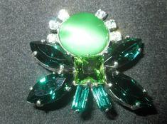 * * * Brosche aus grünen Schmucksteinen und Zirkonia * * * Stud Earrings, Ebay, Jewelry, Gemstones, Fashion Jewelry, Watches, Jewlery, Jewerly, Stud Earring