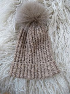 By Wisur: Lue med pelsdusk Stitch Patterns, Knitting Patterns, Knit Crochet, Diy And Crafts, Winter Hats, Crocheting, Gardening, Fashion, Threading