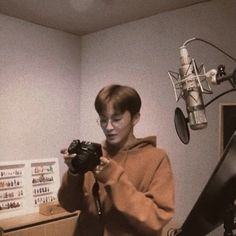 Mark Lee, Capitol Records, K Pop, Nct 127 Mark, Lee Min Hyung, Brown Aesthetic, Jung Woo, Na Jaemin, Wattpad