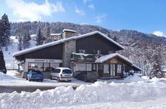 Morzine Frankrijk  skivakantie met vrienden en manlief in '92, '93, '94, '96 en '04, Hotel Le Soly is een gezellig en traditioneel tweesterrenhotel gelegen op ca. 200 m van het gezellige centrum van Morzine. De gratis skibus naar het skigebied Les Prodains stopt voor de deur. In Hotel Le Soly heerst een waar familiaire sfeer en het hotel heeft een zeer aantrekkelijke kinderkorting. Het hotel ligt op ca. 200 m van het centrum van Morzine en op ca. 400 m van de skiliften en de skischool.