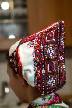back of the bridal headdress of a wedding costume from Polomka, Slovakia Eslava, Bridal Headdress, Folk Embroidery, Wedding Costumes, Folk Costume, Bohemian Gypsy, Embroidery Techniques, Ethnic Fashion, Headgear