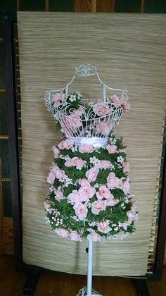 DIY Tutorial: Floral Display on a Wire Dress Form with Faux Flowers