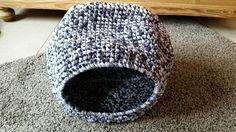 Gehäkelte Katzenhöhle aus Stoffgarn für Katzen oder kleine Hunde crochet cat / dog cave