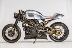 Andreas Fraefel of Motobene in Switzerland built and incredibly cool Ducati Monster Café Racer. Check out this beautiful custom Ducati Monster. Ducati Cafe Racer, Cafe Racers, Moto Ducati, Moto Bike, Ducati Scrambler, Moto Guzzi, Ducati Monster 1000, Ducati Monster Custom, Vintage Cafe Racer