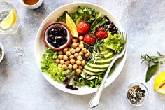 What Does A Vegan Eat On A Keto Diet? A Guide To The Keto Vegan Diet Vegan Meal Plans, Free Meal Plans, Keto Meal Plan, Delicious Vegan Recipes, Keto Recipes, Healthy Recipes, Vegan Keto Diet, 7 Keto, Keto Foods