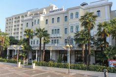 Grand Hotel Trieste & Victoria, hotel 5 stelle lusso ad Abano Terme, dotato di Spa e circondato da parco e piscine termali: prenota sul sito alle migliori tariffe! Trieste, Victoria, Grand Hotel, Spa, Street View, Mansions, House Styles, Home Decor, Mansion Houses