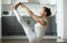 Do you Know Morning Yoga Exercises? Morning Yoga Exercises For help you lose weight fast at home. See Lock at more yoga pose Side Fat Workout, Best Chest Workout, Chest Workouts, Chest Exercises, Pilates Reformer, Pilates Workout, Triceps Workout, Yoga Sequences, Yoga Poses