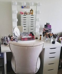 Bright and beautiful! ☀️ Gorgeous vanity station
