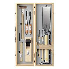 Japanese Carpentry, Japanese Woodworking Tools, Japanese Tools, Japanese Joinery, Woodworking Projects, Wood Tool Box, Wood Tools, Mobile Tool Box, Garage Organization Tips