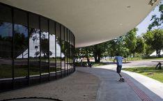 Museu de Arte Moderna de São Paulo (MAM), SP, Brasil. Projetado em 1954 por Oscar Niemeyer, foi reformado por Lina Bo Bardi em 1982 para abrigar o museu. Fotografia: Apu Gomes/Folhapress.