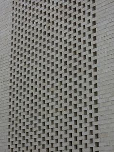하얀벽돌 - 빼버리다! <서판교 단독주택> 검은 벽돌 - 돌출시키다! <동판교 상가주택> 전벽돌- 비틀어 쌓다! <곡선이 있는 집(The Curving House)> 이정훈 건축가가 설계한 용인 수지구 신봉동 전원 Outdoor Privacy, Privacy Walls, Brick Architecture, Brick Design, Block Wall, Stone Work, Wall Tiles, Facade, Concrete