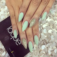 New Ideas For Wedding Nails Mint Shape Hot Nails, Hair And Nails, Mint Green Nails, Green Glitter, Gold Glitter, Laque Nail Bar, Gold Acrylic Nails, Almond Nails, Perfect Nails