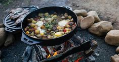 Campfire Dinner Recipes, Vegetarian Camping Recipes, Campfire Desserts, Camping Dishes, Camping Meals, Camping Life, Bacon Hash, Foil Pack Meals, Grilling Sides