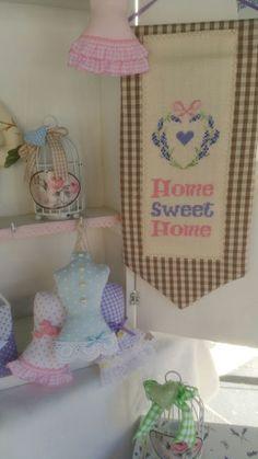 Il filo del cuore ....Ricami: i colori della primavera...pannello casa