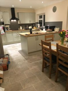 Howdens Burford Grey Kitchen Kuchyn Auml In 2019 Kitchen Kitchen Diner Extension, Open Plan Kitchen Diner, Open Plan Kitchen Living Room, Kitchen Layout, Country Kitchen, New Kitchen, Shaker Kitchen, Howdens Kitchens, Home Kitchens