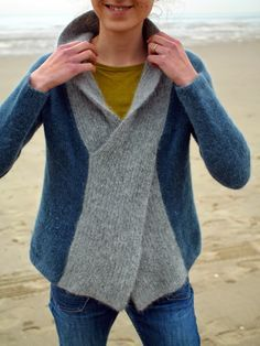 La Biche enlainée: Crossed sweater...Gotta figure this out!