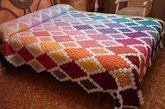 Very beautiful yoyo coverlet. Crochet Square Patterns, Crochet Squares, Quilt Patterns, Crochet Projects, Sewing Projects, Yo Yo Quilt, Bright Quilts, Homemade Quilts, Vintage Bedspread