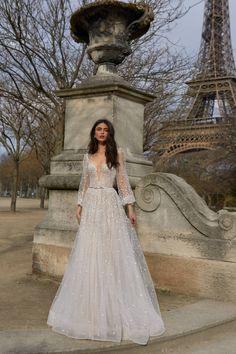 Julie Vino Paris 2019 Wedding Dresses | ElegantWedding.ca Elegant Wedding Dress, Modest Wedding Dresses, Elegant Dresses, Pretty Dresses, Bridal Dresses, Wedding Gowns, Prom Dresses, Indie Wedding Dress, Lace Wedding
