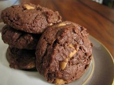 Chewy Chocolate Peanut Butter Cookies Recipe – 2 Points from LaaLoosh Ww Desserts, Weight Watchers Desserts, Delicious Desserts, Yummy Treats, Dessert Recipes, Healthy Desserts, Dessert Ideas, Chocolate Peanut Butter Cookies, Peanut Butter Cookie Recipe