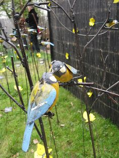 Just saving this ---I like the idea of a couple of 3-D birds on an arbor......metal yard art birds