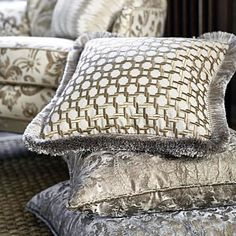 It just seems like it's going to be a soft finishes kinda day... #pillows #upholstery #carpet #rug #fabric #textile #interior #charmainewynterinteriors #bgg #wynterinteriorsinc #interiordesign #instagram #dallas #deepellum #texas #highlandpark #southlake #colleyville #keller #coppell #design #staging #southern #livingwell #tuesday