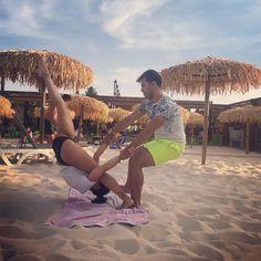 """43 Likes, 1 Comments - Pole Dance Valladolid (@poledancevalladolid) on Instagram: """"A falta de barras ... de alguna manera hay que apañarse   #acroyoga #acrogym #acroplaya…"""""""