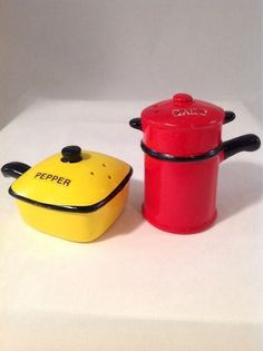 Vintage Japan Fry Pan and Coffee Pot Salt and Pepper Shakers.