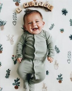 Baby Club - online baby clothes stores where you can find fashionable baby clothes. There is a kid and baby style here. So Cute Baby, Cute Kids, Little Babies, Baby Kids, Baby Shooting, Foto Baby, Baby Blocks, Everything Baby, Baby Milestones