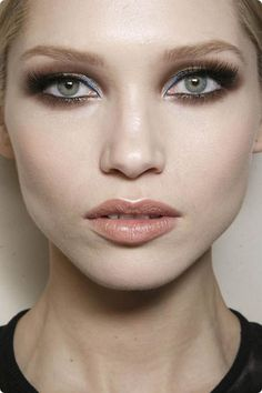 smokey make-up+ nude lip