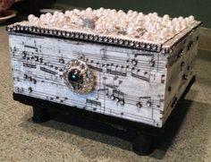 recycle old cigar boxes Cigar Box Art, Cigar Box Crafts, Cigar Box Purse, Altered Cigar Boxes, Altered Tins, Altered Art, Mixed Media Boxes, Box Company, Altered Bottles