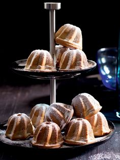 Bábovky můžete jako my rozdělit do jednoporcových formiček nebo těsto upéct v jedné velké (a prodloužit dobu pečení). Czech Recipes, Pound Cake, Cupcake Cakes, French Toast, Food And Drink, Bread, Breakfast, Morning Coffee, Cupcake