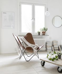 I really like the light wood colors and all the white in this home, it gives such a calm and soft atmosphere. The only thing that stands out of this light color palette is the leather butterfly chair, which makes … Continue reading → Living Room White, Home Living Room, Living Room Decor, Living Room Inspiration, Home Decor Inspiration, Reading Nook Chair, Butterfly Chair, Sweet Home, Lounge