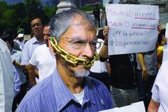 Presidente Nieto: Investigue los asesinatos de periodistas en México y establezca mecanismos para protegerlas -  http://www.pen.org/blog/presidente-nieto-investigue-los-asesinatos-de-periodistas-en-m%C3%A9xico-y-establezca-mecanismos