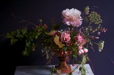 seasonal flowers and foliage - loose and wild compositions that evoke the feeling of an overgrown late summer garden. Floral Centerpieces, Floral Arrangements, Flower Arrangement, Floral Design Classes, Late Summer Flowers, Flora Design, Rose Pictures, Seasonal Flowers, Arte Floral