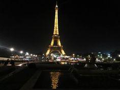 PARIGI | Tour Eiffel by night. Foto ricordo by fan © Silva Moras Tour Eiffel, Tower, Travel, Rook, Viajes, Computer Case, Destinations, Traveling, Trips