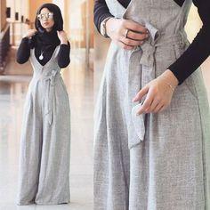 Hoe jumpsuits met hijab te dragen - Just Trendy Girls - Galaxy Mode Jumpsuit Hijab, Hijab Dress, Hijab Outfit, Muslim Dress, Islamic Fashion, Muslim Fashion, Modest Fashion, Fashion Dresses, Modest Dresses