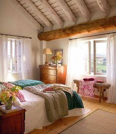 60 Small Apartment Bedroom Decor Ideas On A Budget Small Apartment Bedrooms, Apartment Bedroom Decor, Small Apartments, Home Bedroom, Attic Apartment, Small Spaces, Bedroom Ideas, Attic Renovation, Attic Remodel